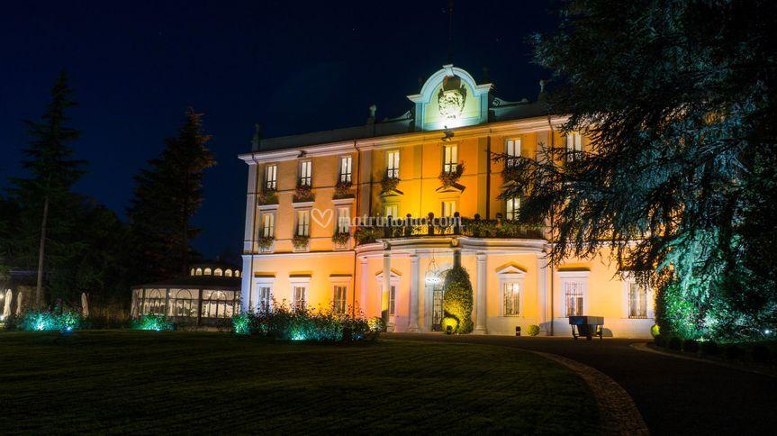 La villa di sera di Villa Acquaroli