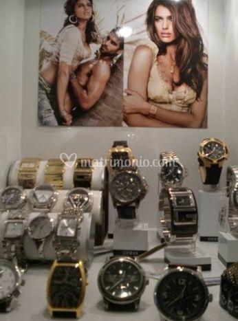 Ampia collezione di orologi