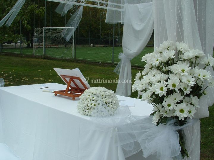 Celebrante Matrimonio Simbolico Piemonte : Tavolo cerimoniale di celebrante matrimonio simbolico essenza