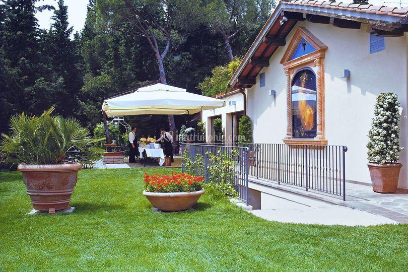 Particolare giardino laterale