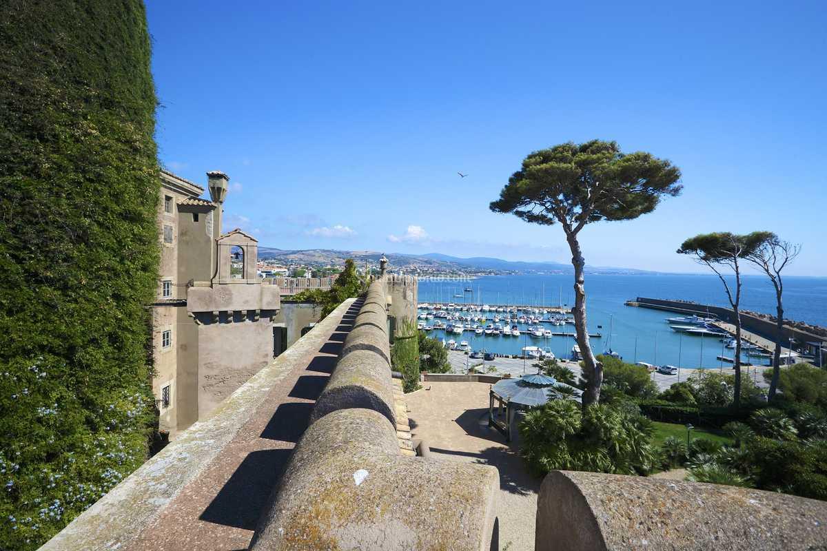 La terrazza sul porto di Castello Odescalchi Di Santa Marinella   Foto