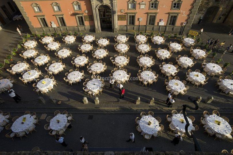 Cena sulla piazza medioevale