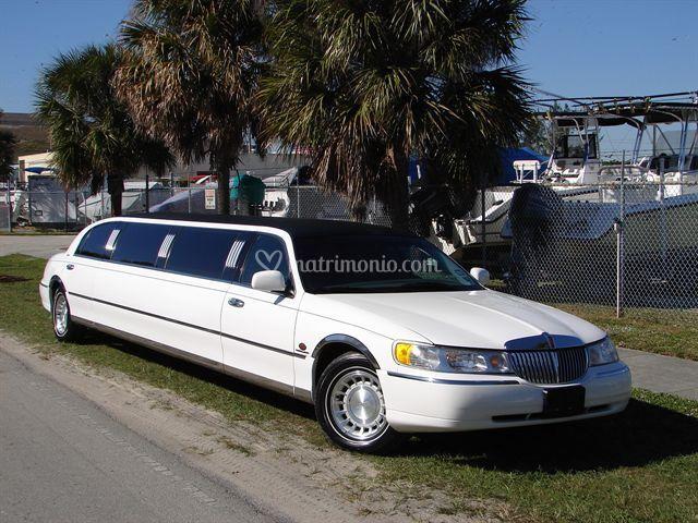 Lincoln limousine 2003