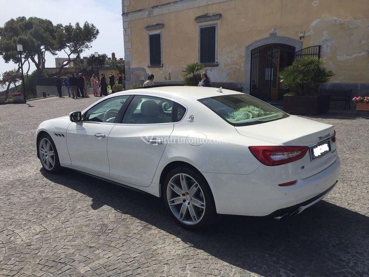 Maserati quattroporte bianca