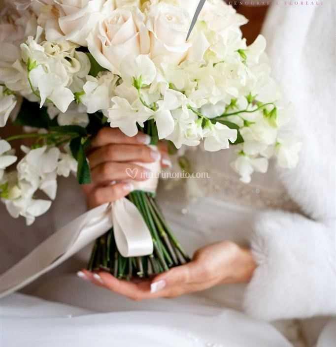 Fiori Bianchi E Odorosi.Bouquet Rose E Pisello Odoroso Di Flor De Lis Foto 101