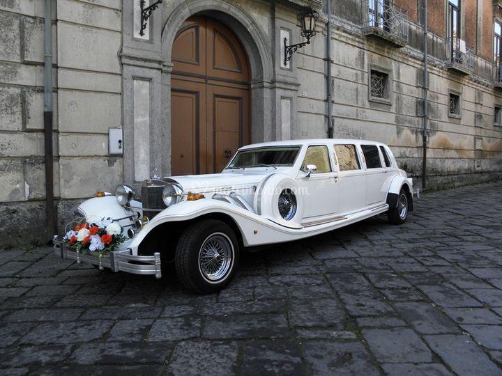 exclusive wedding car. Black Bedroom Furniture Sets. Home Design Ideas