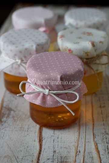 Vasetti di miele e confetture