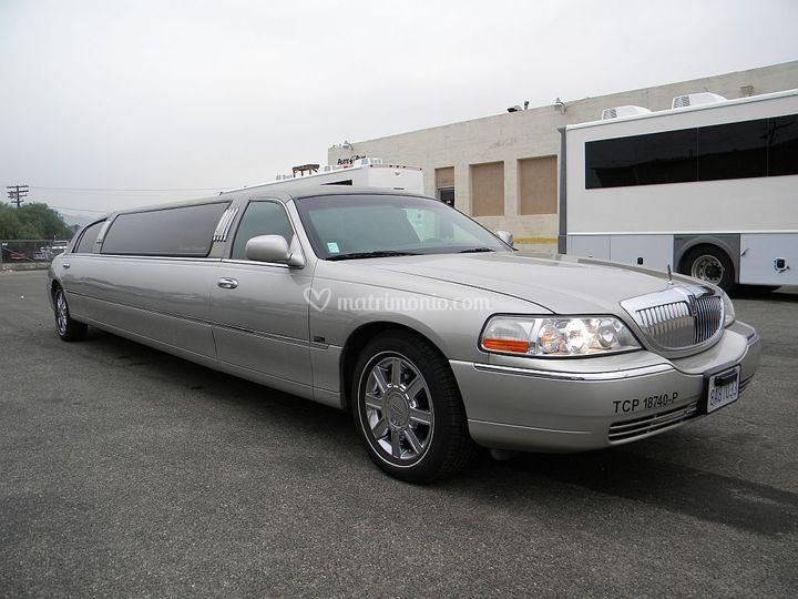 Lincoln Limousine grigia