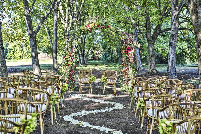 Matrimonio Bosco Toscana : Tavolo imperiale di villa la favorita foto