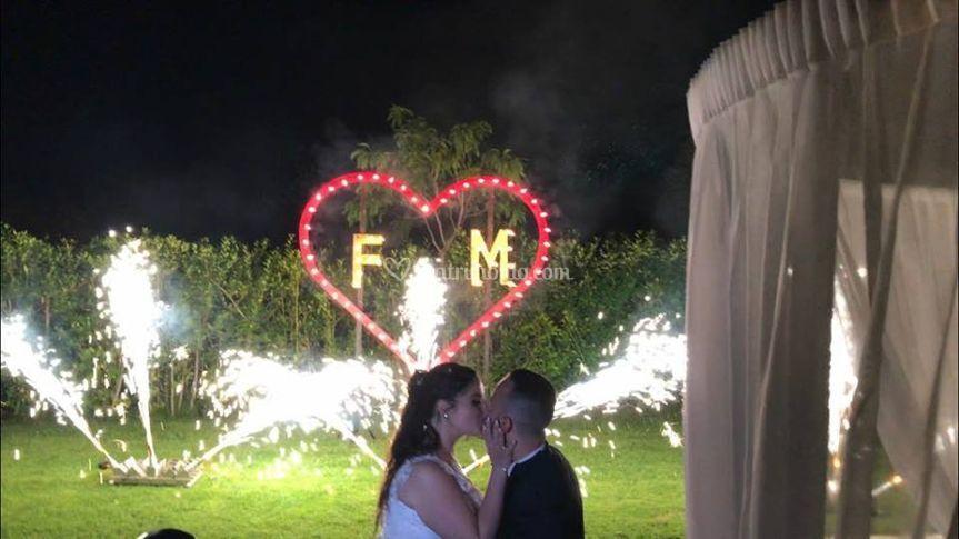 Sposi con Fontane Taglio Torta