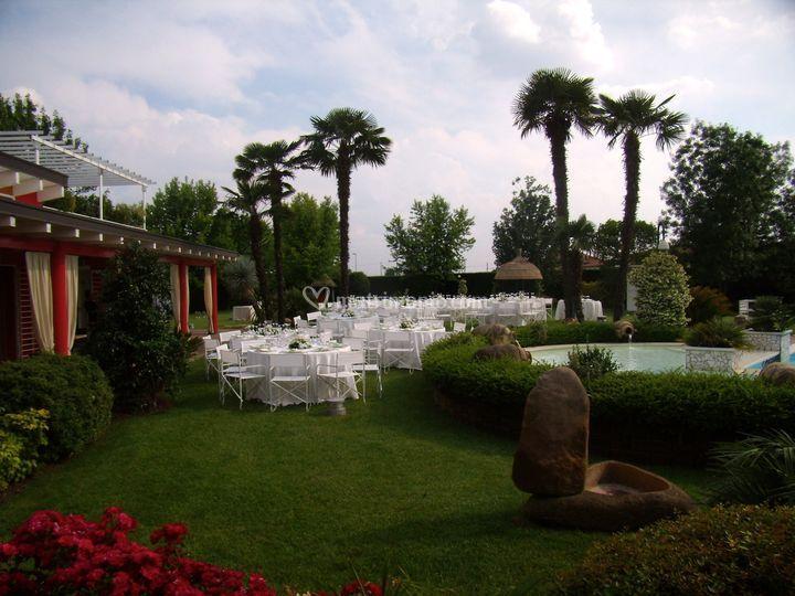 Villa ori for Allestimento giardino