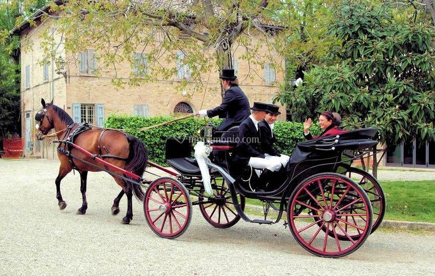Matrimonio In Carrozza : Cristian sposi in carrozza