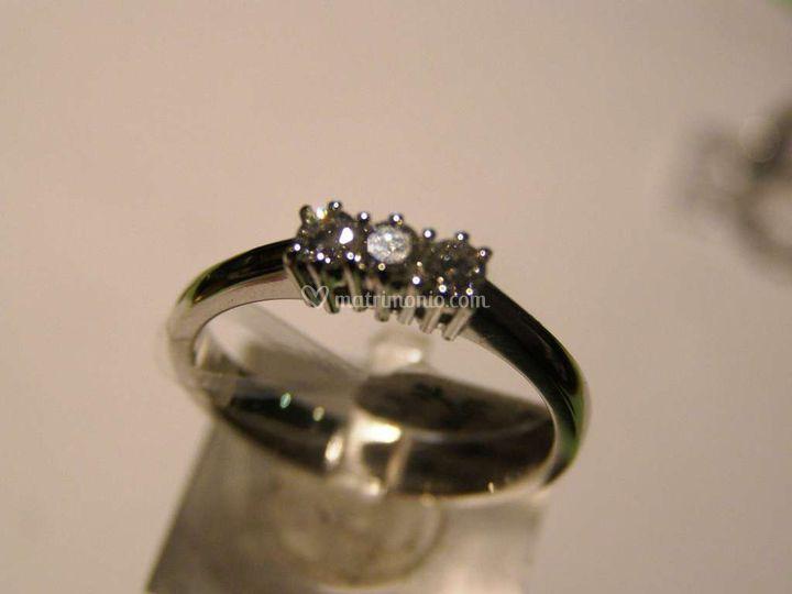 Trilogy di diamanti in oro