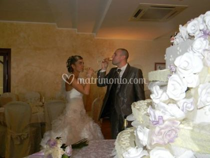 Gli sposi brindano