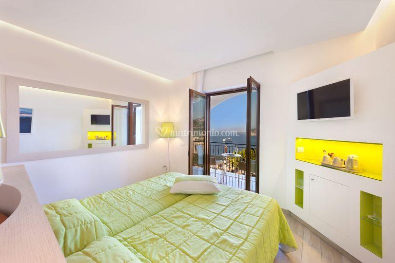Camera de luxe con balcone vista mare