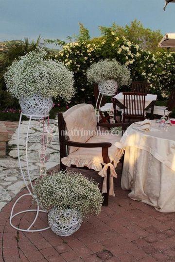 Il tavolo sposi in giardino