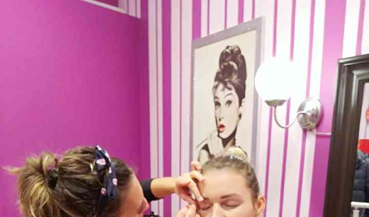 Brow station e make up
