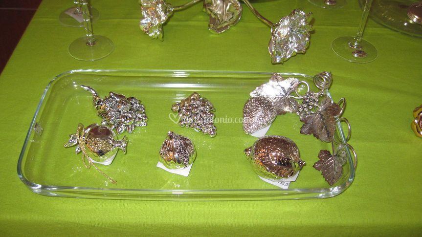 Vassoio con frutti in argento