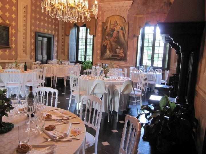 Salone affreschi con tavoli