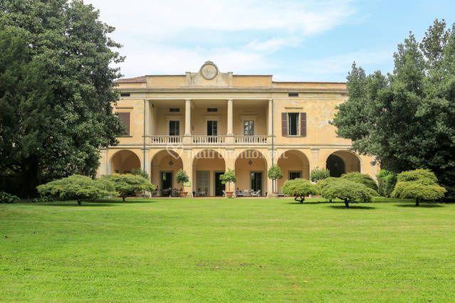 8243a47d8938 Villa Longo Villa Longo -facciata