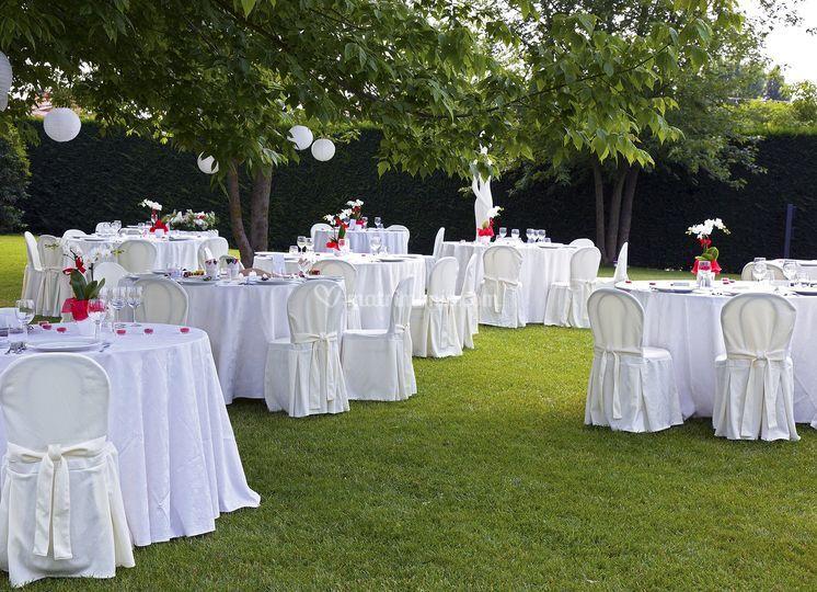 Villa alessandri for Allestimento giardino