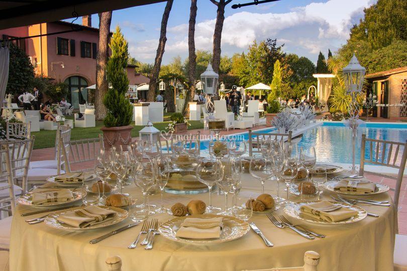 Tavoli Matrimonio Girasoli : Tavoli bordo piscina di villa i girasoli foto