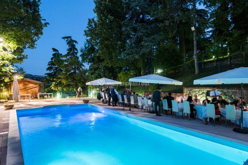 Castello di marano sul panaro for Matrimonio bordo piscina
