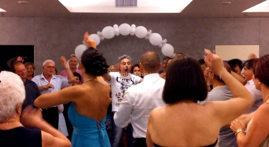 Si balla, nessuno escluso