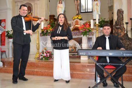 Trio in chiesa