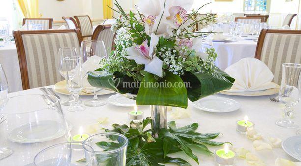 Centrotavola di fiori bianchi