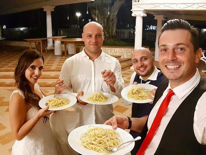 Spaghettata con gli sposi