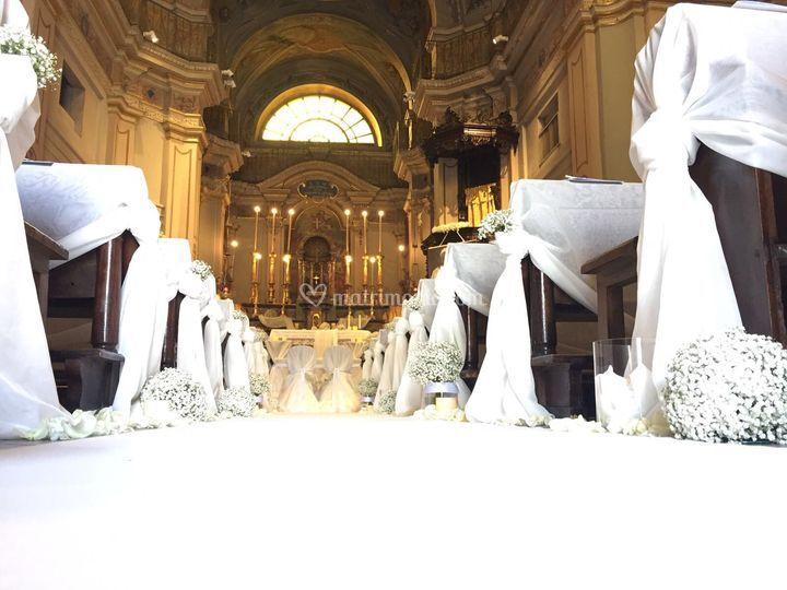 La chiesa si veste di bianco