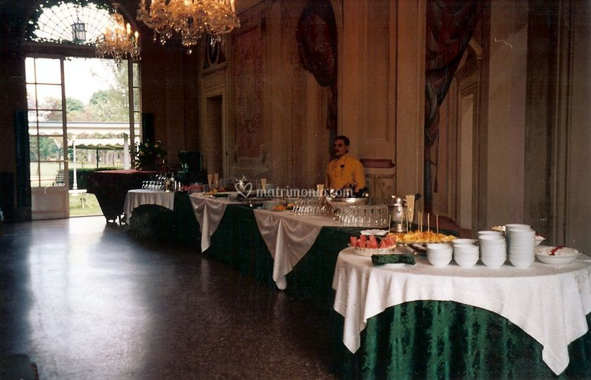 Buffet all'inetrno della Villa