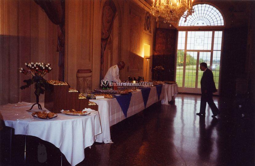 Buffet all'interno della villa