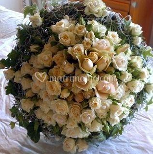 Bouquet di roselline su strutt