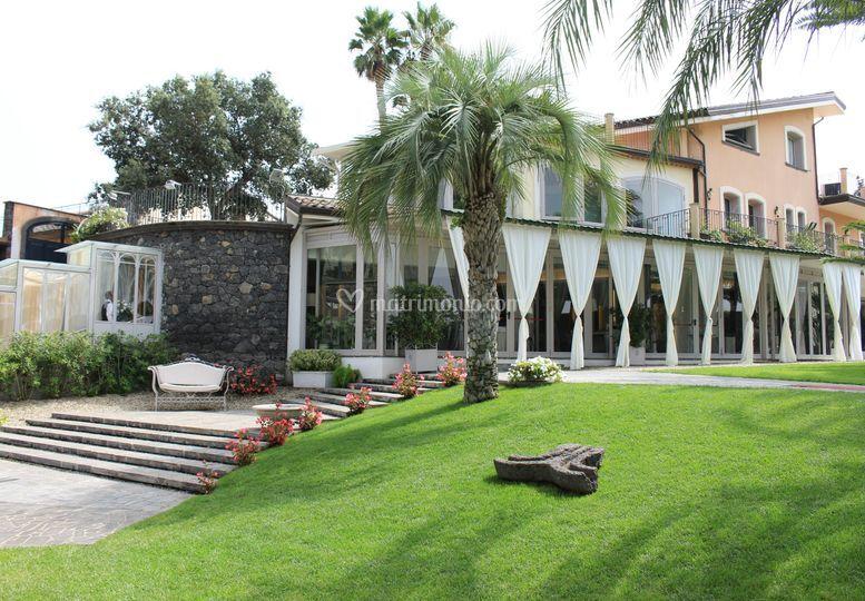 Villa verdiana for Giardini per ville moderne