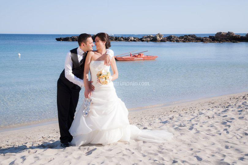Matrimonio Spiaggia Alghero : Sposi in spiaggia di hotel dei pini alghero foto