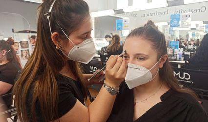 Sara make-up artist