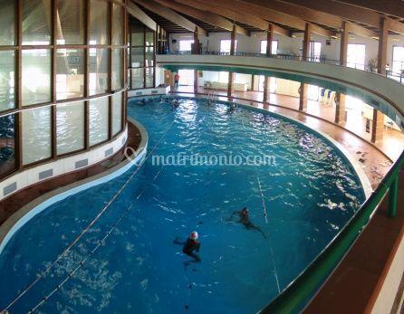 Grande piscina estiva
