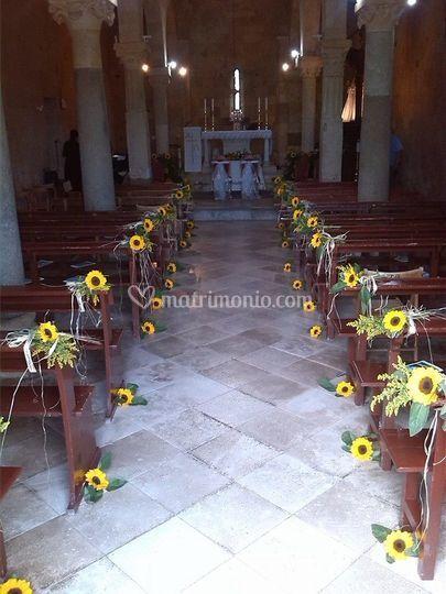 Ingresso chiesa con girasoli