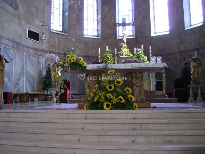 Davanti all'altare in chiesa