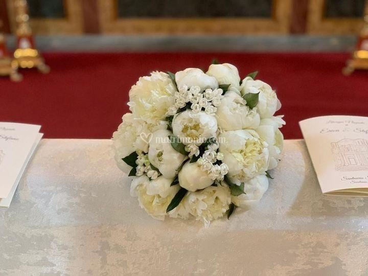 Bouquet peonia e bouvardia e