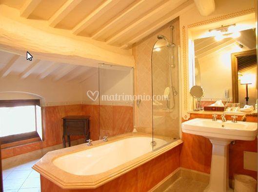Il bagno di una camera matrimoniale