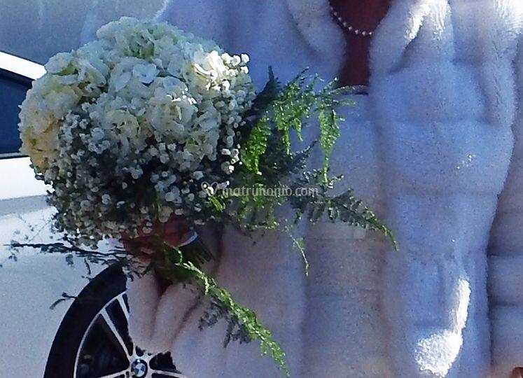 Bouquet con ortensie bianche