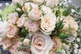 Tra fiori e decori