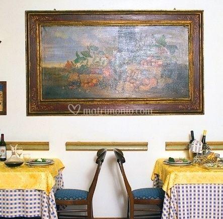 Allestimento dei tavoli in ristorante