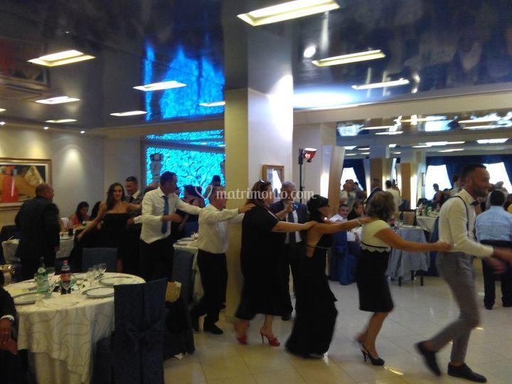 Si aprono le danze