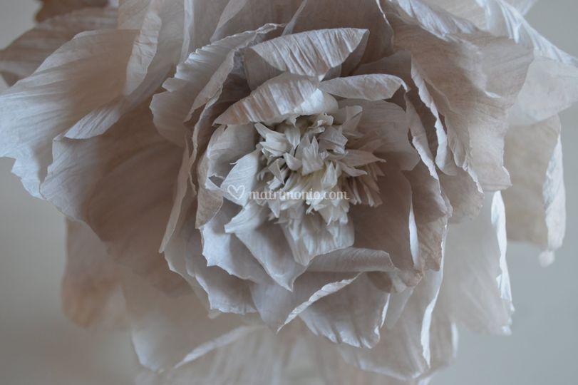 Fiore in filo di carta