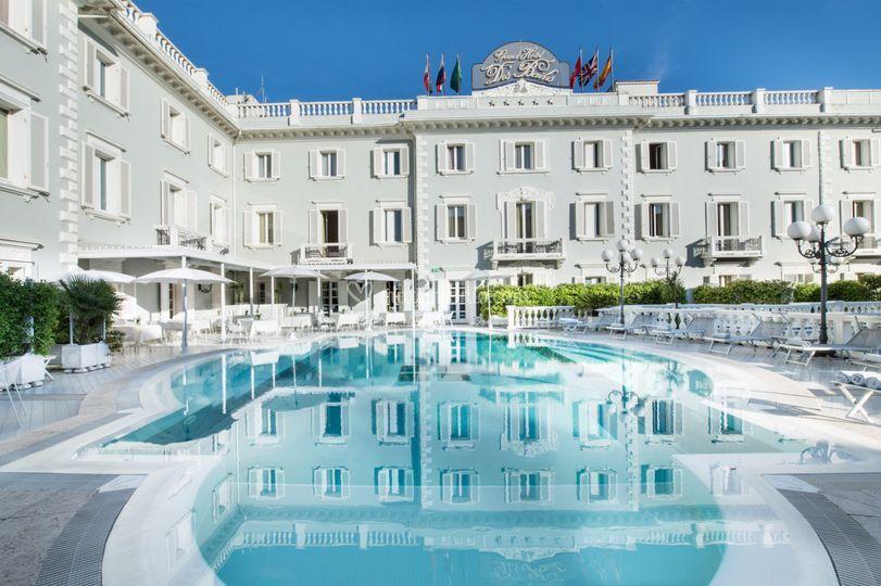 Piscina esterna di grand hotel des bains riccione foto 2 - Piscina di riccione ...