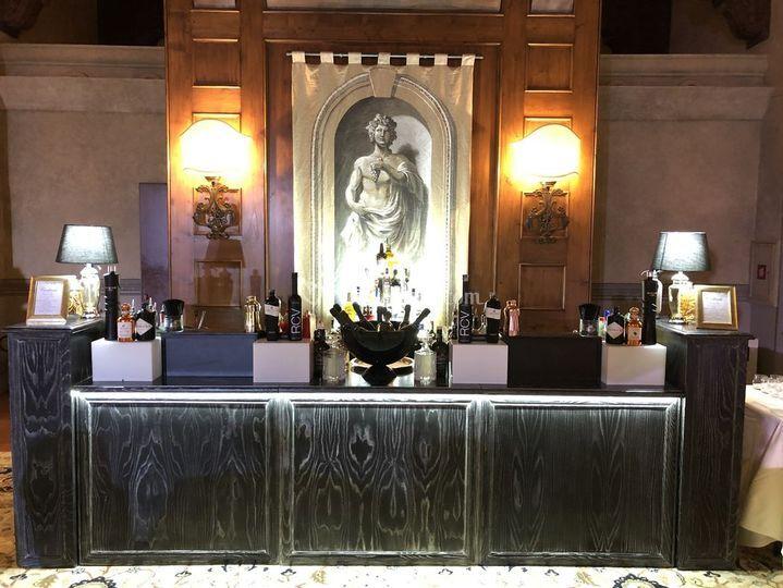 Black Venetian bar